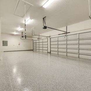 Inspiration pour un grand garage pour quatre voitures ou plus attenant minimaliste.