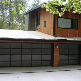 Exempel på en mellanstor modern tillbyggd trebils carport