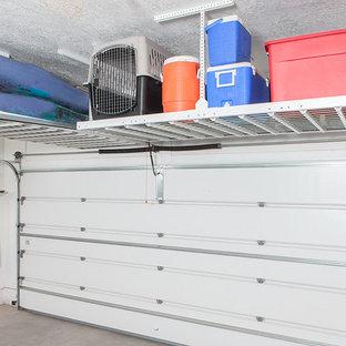 Inspiration pour un garage pour deux voitures traditionnel de taille moyenne.