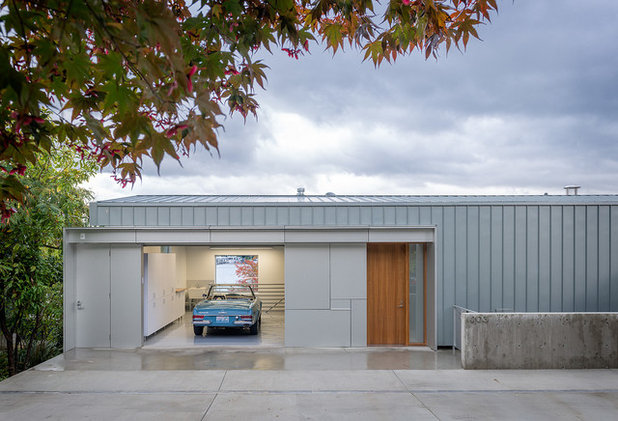 Modern Garage by Heliotrope Architects