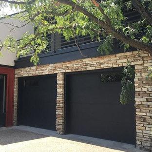 Foto di un garage per due auto connesso contemporaneo di medie dimensioni