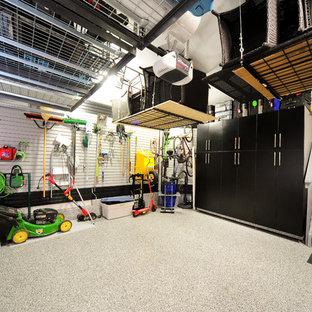 Industriell inredning av en garage och förråd