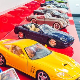 Aménagement d'un grand garage pour quatre voitures ou plus industriel.