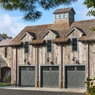 Modelo de garaje adosado, de estilo de casa de campo, para tres coches