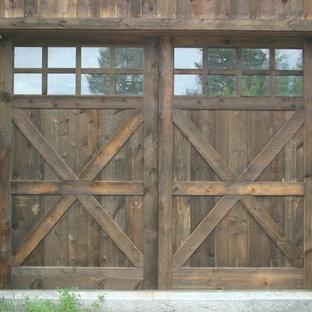 Idéer för att renovera en liten rustik tillbyggd enbils garage och förråd