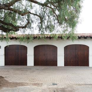 Idée de décoration pour un garage sud-ouest américain.
