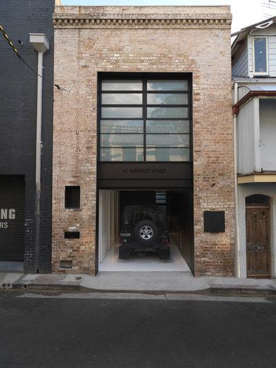 インダストリアル ガレージ by Ian Moore Architects