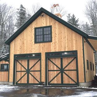 Idées déco pour un garage pour deux voitures séparé classique de taille moyenne avec un bureau, studio ou atelier.