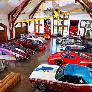 Foto di un grande garage per quattro o più auto bohémian