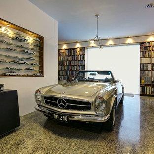 Cette image montre un grand garage pour une voiture design avec un bureau, studio ou atelier.