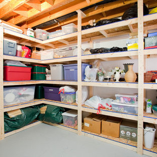 Exemple d'un petit garage chic.