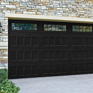 Esempio di garage e rimesse connessi classici di medie dimensioni