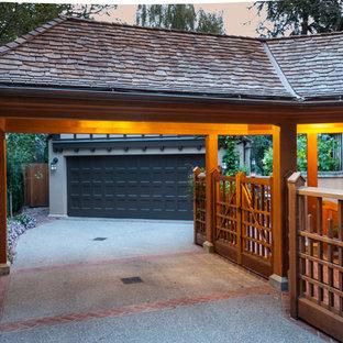 Exempel på en klassisk fristående garage och förråd, med entrétak