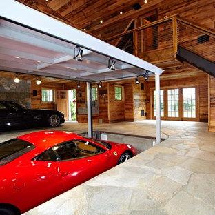 Inspiration för en vintage tvåbils garage och förråd