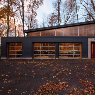 Large midcentury detached four-car workshop in Indianapolis.