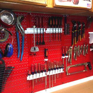 Bild på en industriell garage och förråd