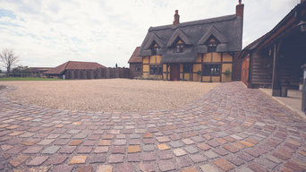 Willow Cottage, meadow orchard driveway.