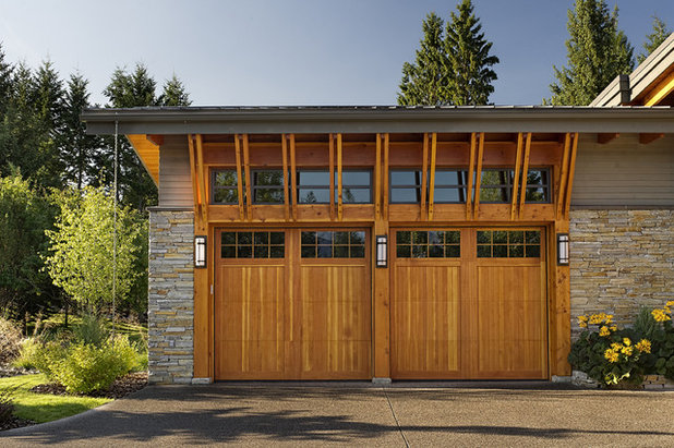 Rustic Garage by Site Lines Architecture Inc.