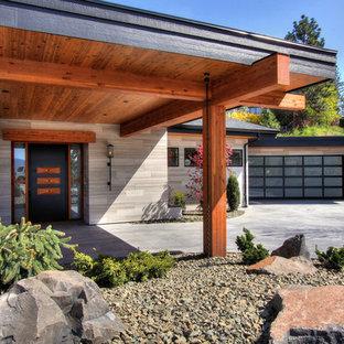 Idéer för en modern tillbyggd garage och förråd, med entrétak