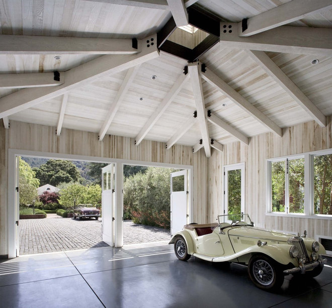 Transitional Garage by Cathy Schwabe Architecture