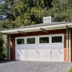 contemporary garage and shed by Cathy Schwabe Architecture