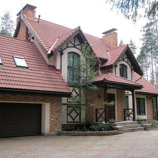 Новые идеи обустройства дома: пристроенный гараж в классическом стиле для одной машины
