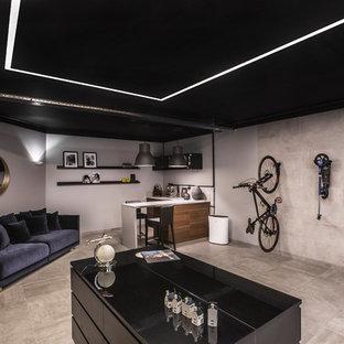 На фото: гараж в современном стиле с