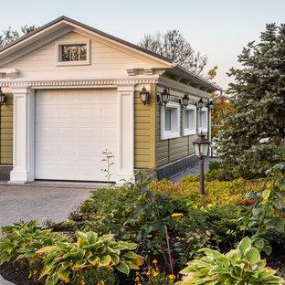 Удачное сочетание для дизайна помещения: отдельно стоящий гараж в классическом стиле с навесом для автомобилей - самое интересное для вас