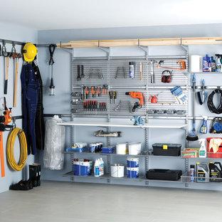 Inspiration pour un garage nordique de taille moyenne.
