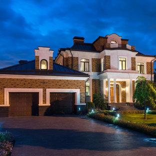 Стильный дизайн: большой гараж в классическом стиле - последний тренд