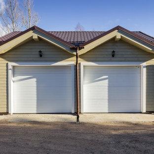 Пример оригинального дизайна: отдельно стоящий гараж в стиле кантри для двух машин