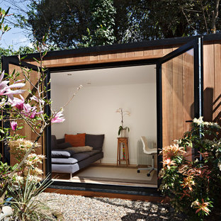 Inspiration for a medium sized contemporary detached office/studio/workshop in London.