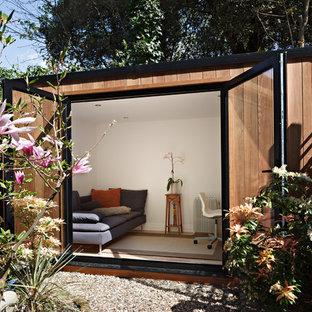 Freistehendes, Mittelgroßes Modernes Gartenhaus als Arbeitsplatz, Studio oder Werkraum in London