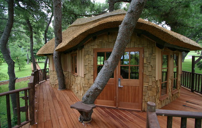 Houzz Tour: 'James Bond' Tree House in Greece