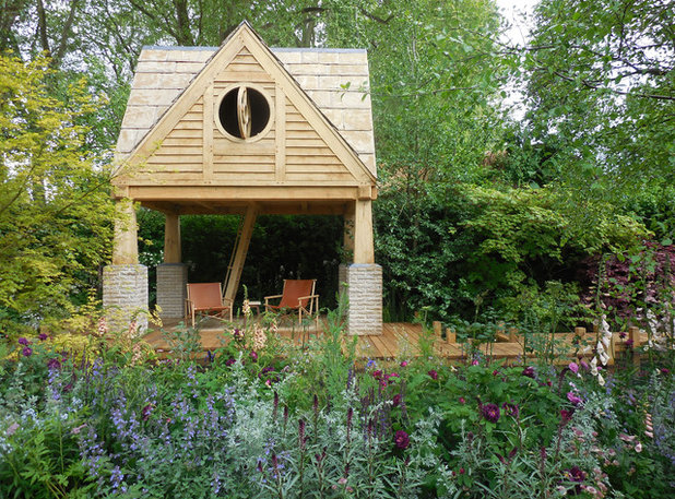 English country garden with its own writer s cabin for Writers retreat cabin