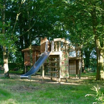 Children's backyard playhouse set