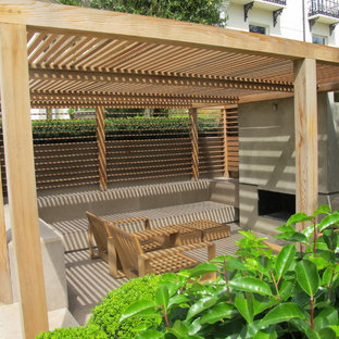 This is an example of a contemporary garden shed and building in London.