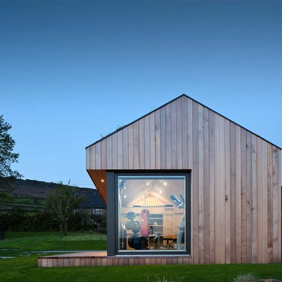 Studio / workshop shed - mid-sized contemporary detached studio / workshop shed idea in London