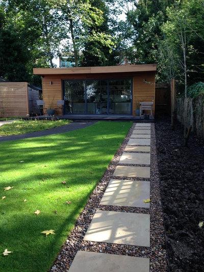 Modern Shed by Amanda Broughton Garden Design