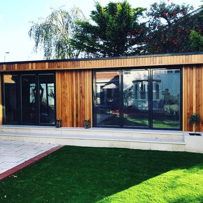 Example of a mid-sized trendy detached studio / workshop shed design in London