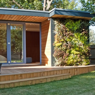 ロンドンの小さいモダンスタイルのおしゃれな物置小屋・庭小屋の写真