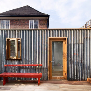 Studio / workshop shed - mid-sized industrial detached studio / workshop shed idea in London
