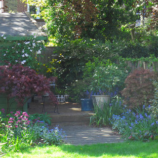 Garden with oval lawns