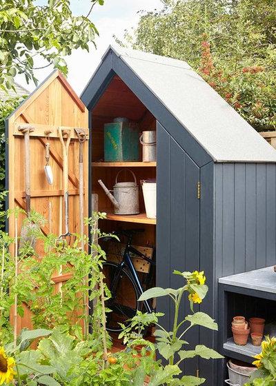 トランジショナル 物置・庭小屋 by Outpost London