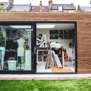 Photo of a medium sized contemporary detached office/studio/workshop in London.
