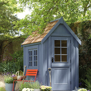 Ispirazione per un piccolo capanno da giardino o per gli attrezzi indipendente tradizionale