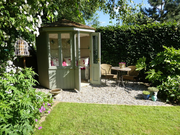Traditional Shed by Green Tree Garden Design Ltd