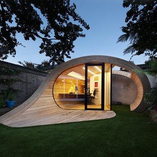 Aménagement d'un petit abri de jardin contemporain.