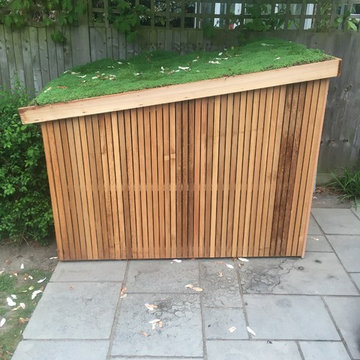 Slot in bike shed with living roof