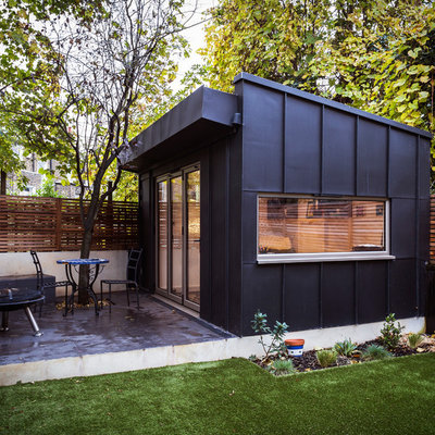 Example of a small trendy detached studio / workshop shed design in London